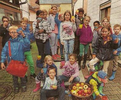 Kinder- und Jugendgruppe des NSV Muschenbeim erntet Äpfel