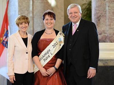 Kürbiskönigin Nora Weitzel. (Fotos: Hessische Staatskanzlei)