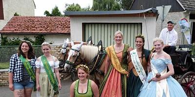 6 Königinnen beim Sommerfest des Naturschutzvereins.