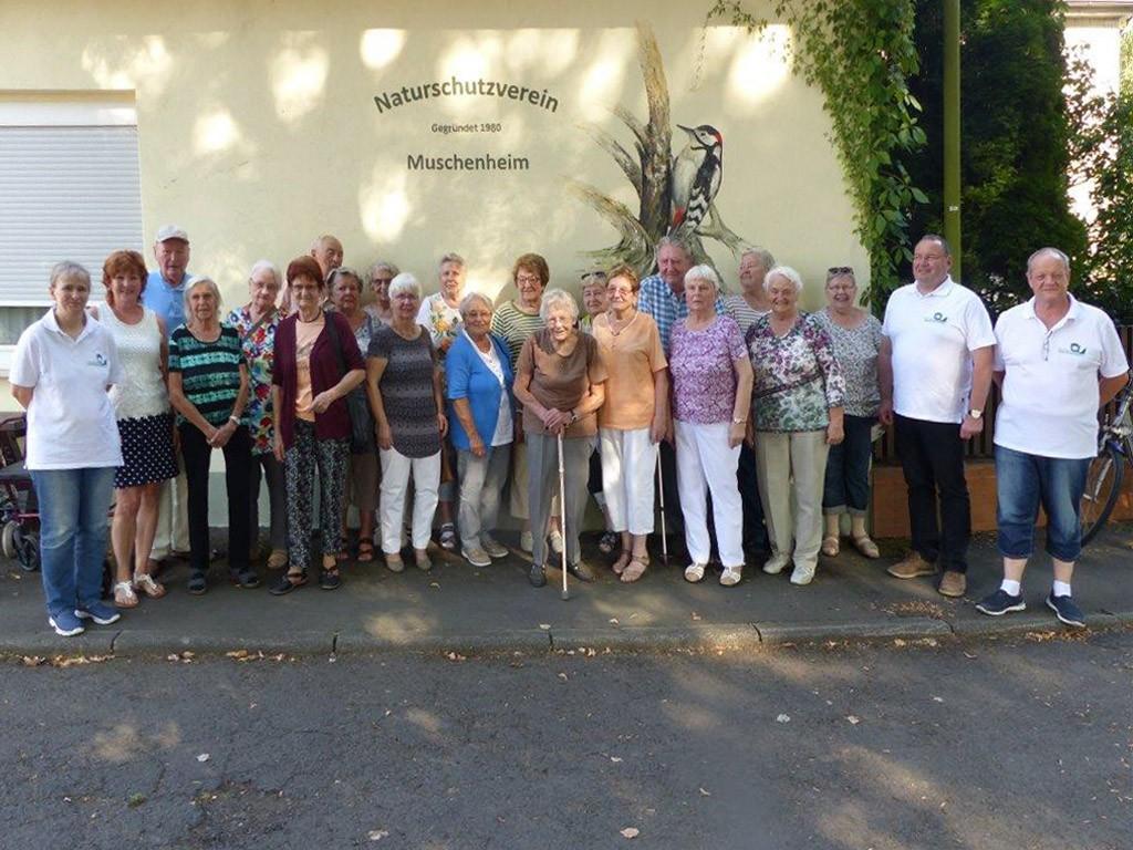 Gemeindeschwestern mit Senioren